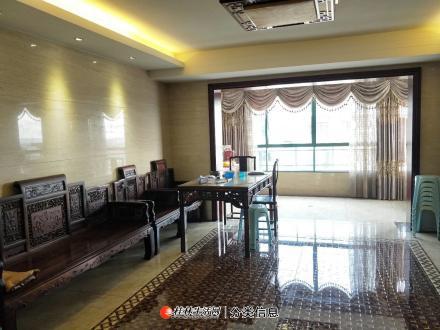 七星区万达商圈东晖国际电梯12楼复式143平豪装送家里家具