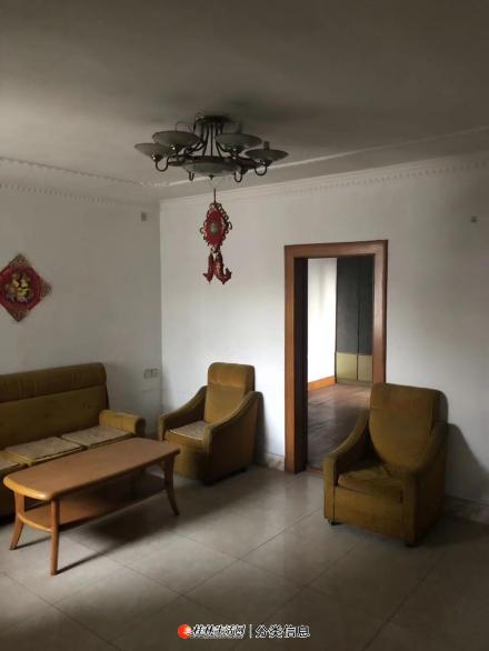 急售:象山区教育局、逸夫小学旁金和苑2房1厅1卫简装66平米