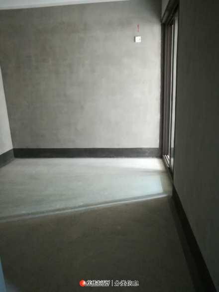 急售临桂区万华小区3房2厅2卫清水房136平米53万