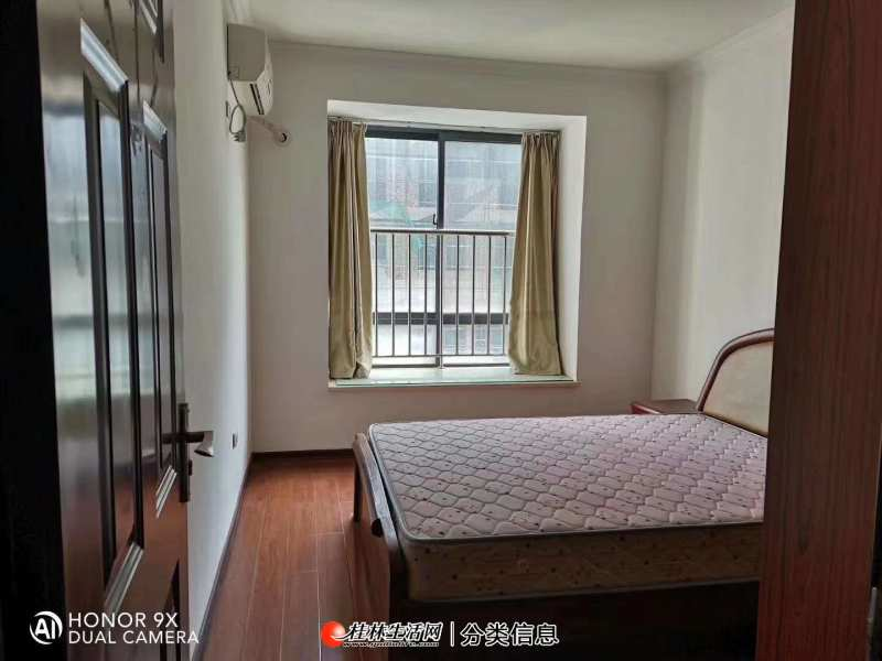 叠彩区沃尔玛旁独秀公寓电梯3房2厅2卫86万