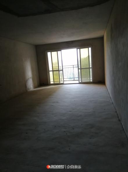 临桂鑫隆公园大地4房2厅2卫155平米72万