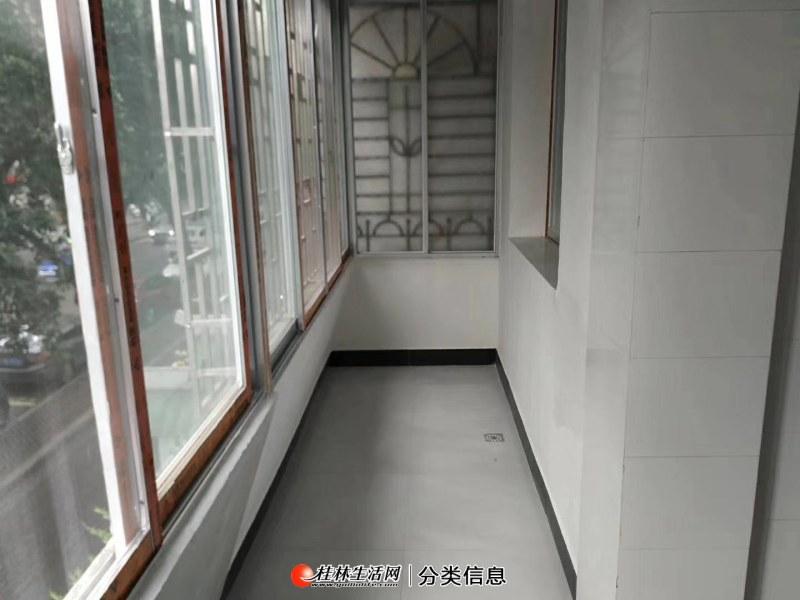 市中心三多路1房1厅新装修低楼层房子干净整洁