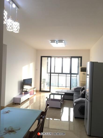 临桂 临湖,江景,客厅房间冷暖空调,采光和通风极好,都能看到图片景色,家具全新,