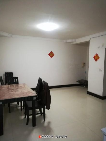 临桂鲁山路大龙家园三房两厅一卫出租