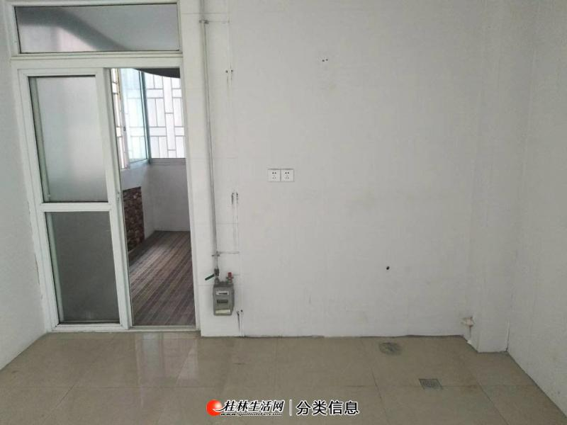 七星区三里店 育才本部小学 电梯房 大三房 156平米 有钥匙