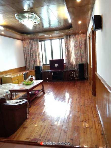 信义路工行旁3楼3房两厅1600元