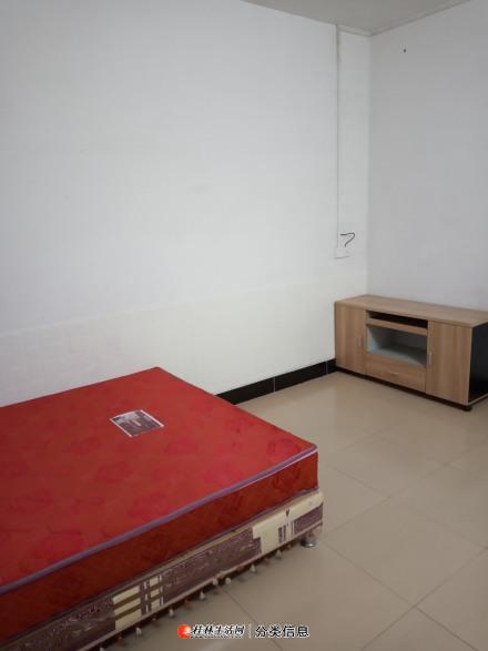 彭家岭一房一厅出租(位于3楼)。