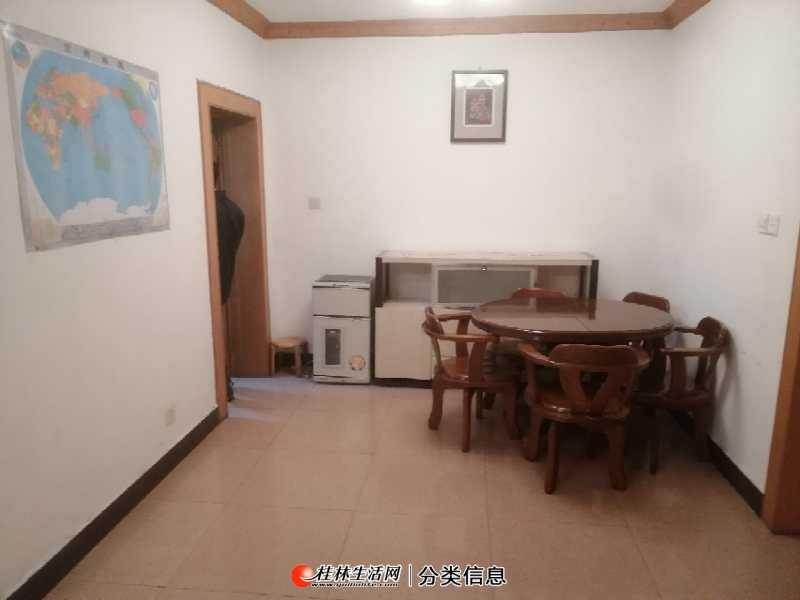 叠彩万达旁 单位房 两房中装 2楼带杂物间