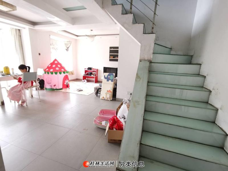 象山区崇信路瓦窑惠龙世纪城4房送露台