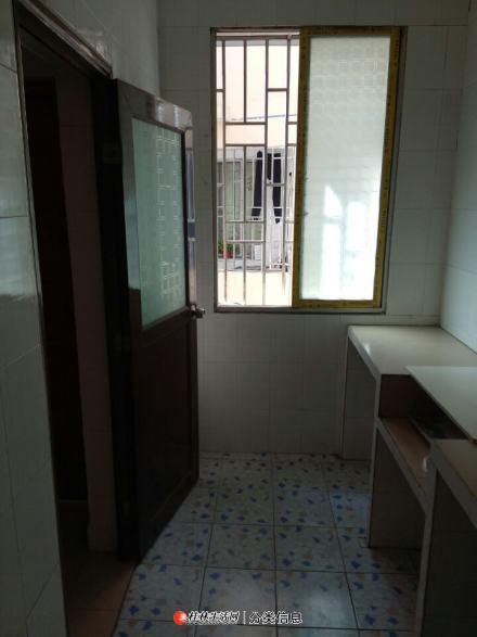 彭家岭一房一厅3楼出租。