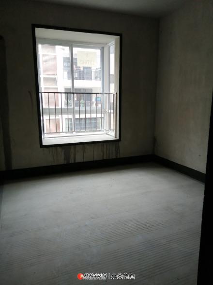 临桂美好家园小洋楼3房2厅2卫毛坯房66万