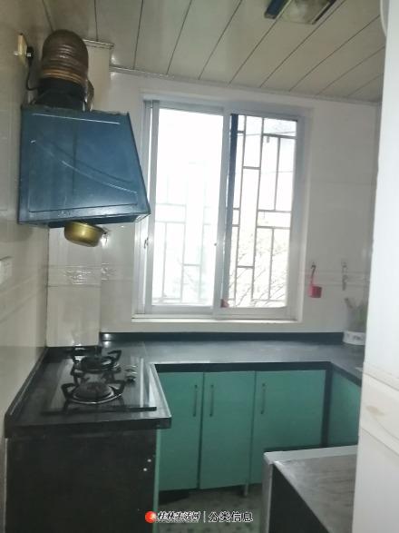 正达花园2房1厅1卫1厨齐全700元每月