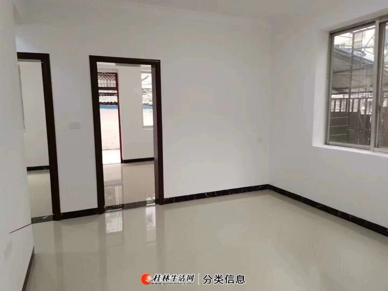 秀峰区榕湖学区抬高地面二房带院子全新装修急售69.9万