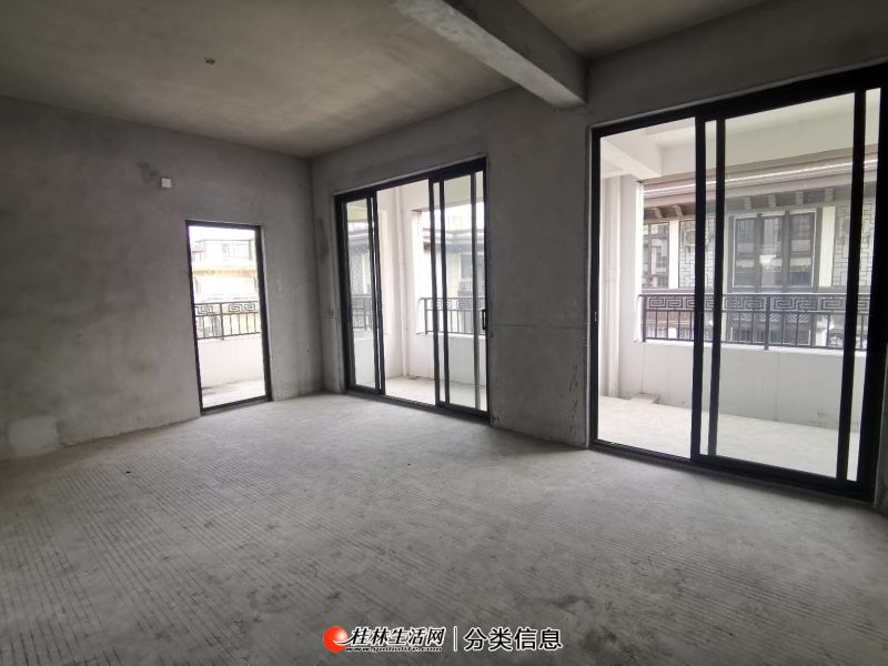 安厦世纪城 漓江院子三层复式楼出售 带两个露台可看江随时看房