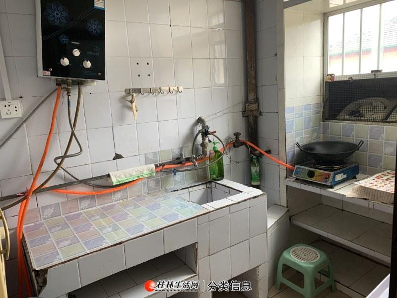 三多路翊武路3楼2房1厅有空调洗衣机房子干净整洁