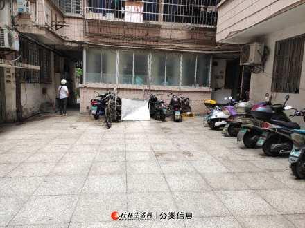 木龙湖旁叠彩税务局宿舍  5楼3房一厅一卫80平53万