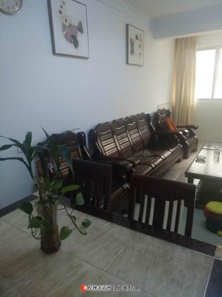 龙船坪两房一厅家具电器齐全,干净通风,精装修,可停车