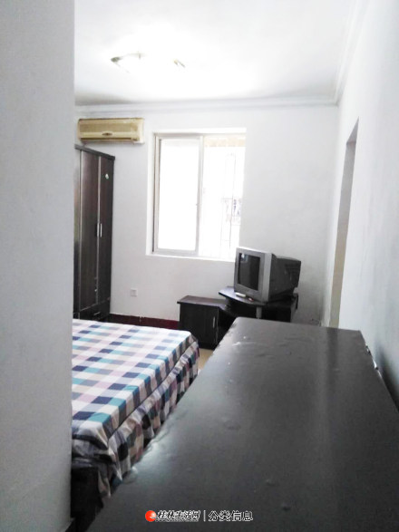 通泉巷桂林百货大楼、台联酒店附近,三楼,单间配套有厨房卫生间