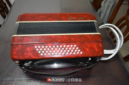48贝斯百乐牌手风琴上海产品牌产品