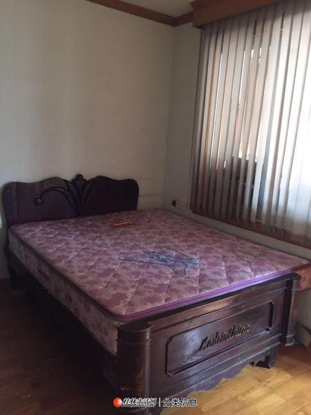 席梦思床垫1.5米-1.8米的处理,还有一个木床,开价就卖