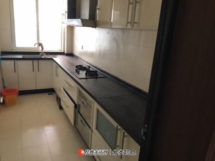L七星核工公寓3室2厅2卫出租135平1800/月
