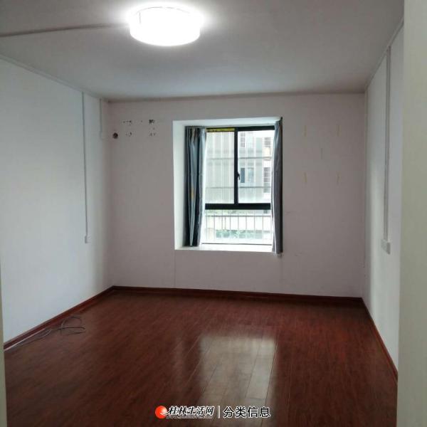 L象山区广源国际3室2厅2卫出租2300/月
