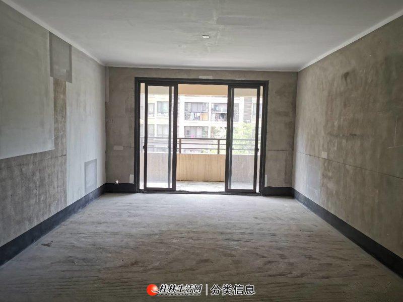 彰泰花千树电梯3楼,4室2厅2卫双阳台,户型方正,南北通透