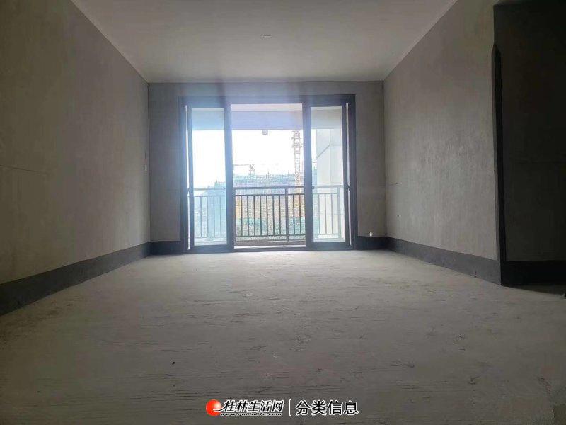 彰泰花千树电梯7楼,3室2厅2卫双阳台,户型方正,南北通透