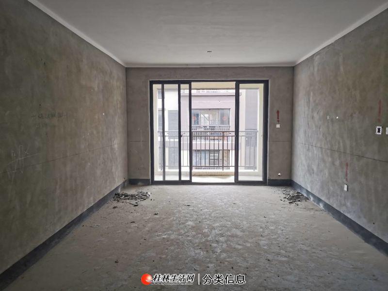 联发欣悦 城北小学对面 5楼复式带露台送炮楼 5房2厅2卫