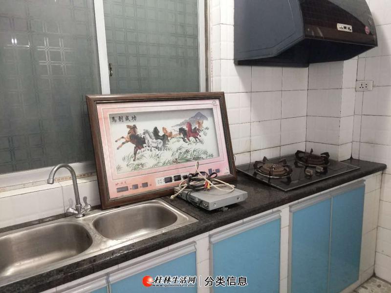 七彩小学附近 金桂城 3室2厅1卫 带超大车库可当门面 难遇