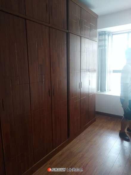中隐路庙街附近3房1厅2卫,电梯精装房家电家具齐全3台空调