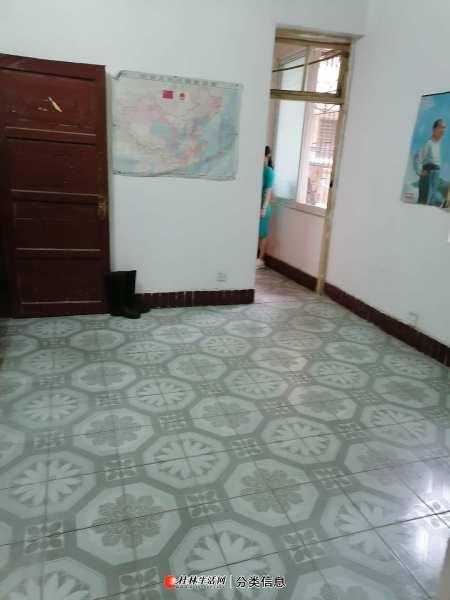 qq榕湖桂中双学区房2楼采光好通风1室1厅