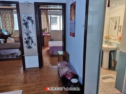 西城路6楼2房1厅65平方米家电齐全3台空调1200元有真实照片提供参考