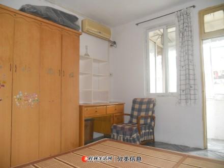 市中心丽君路西湖范附近三楼空调好一房一厅一卫租800元有钥匙看房