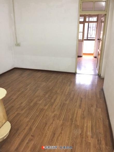 中华小学学区房出租,中华路麦香坊楼上可配齐所有家具,也可选择自带家具,租金可面谈
