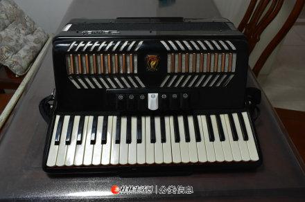 120贝斯41键三排簧鹦鹉牌手风琴转让