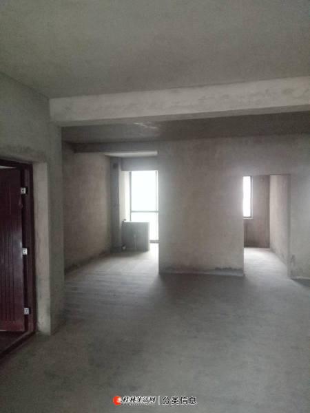 青青家园  3房2厅2卫 户型好用带车位 只要55万