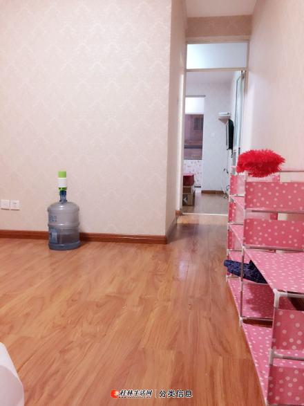 上海路港湾一号电梯1房1厅精装修家电家具齐全