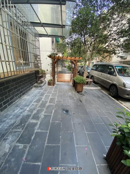 漓江边 玉龙山水花园 精装 4房 一楼带花园 可以停两辆车 150万