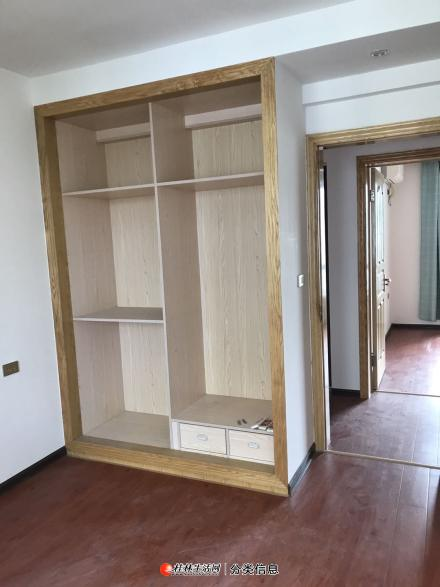 C七星区 桂林一中对面兴进上城 三房两厅精装空房办公出租2500元