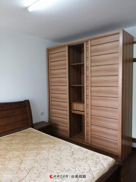 出租  东岸风景 三房两厅两卫 四台空调精装修提包入住