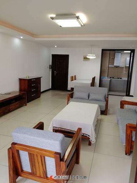 香格里拉花园 3室2厅2卫141平米3800元 南北朝向   户型好