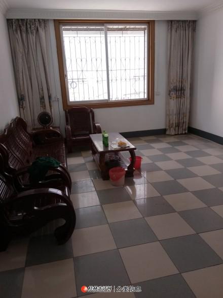 位于灵川商贸城,三房一厅,商、住两用房屋出租