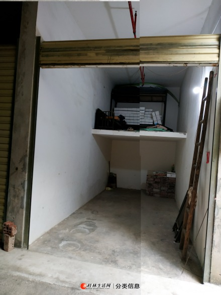 1楼车库出租,简单装修的卫生间,通水电