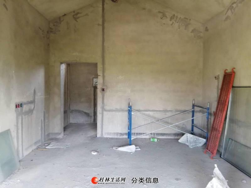 九里香堤别墅联排边套 花园有一百多平米 水电门窗已做好