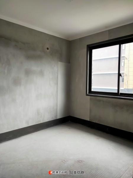 低于市场价 彰泰天街电梯9楼彩光好3房