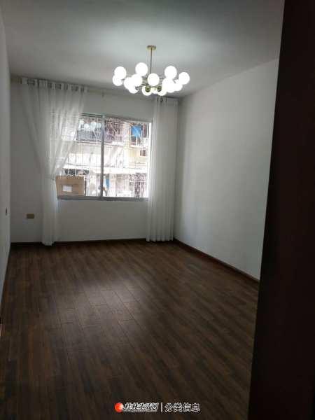 少年宫旁,二楼,精装,拎包入住,小区物业配套齐全,带10平米杂物间