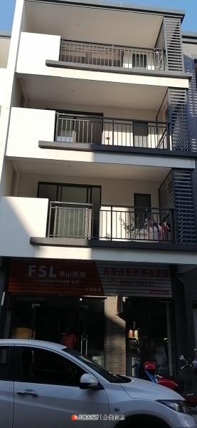 1-3层房屋出租(1楼门面、2楼3楼可办公可居住)