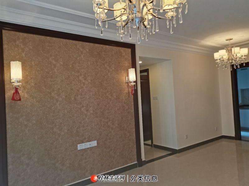 出租:恒大江湾 电梯 全新精装3房 1800元一个月!
