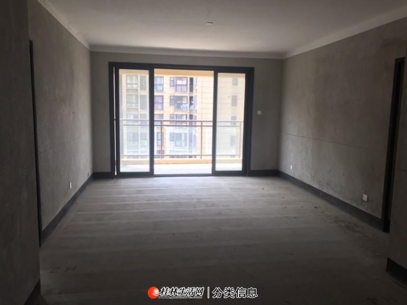 七星体育馆附近 万达华府 清水 3+1户型 电梯12楼 产权133㎡